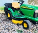 Zahradni traktor John Deere 2V